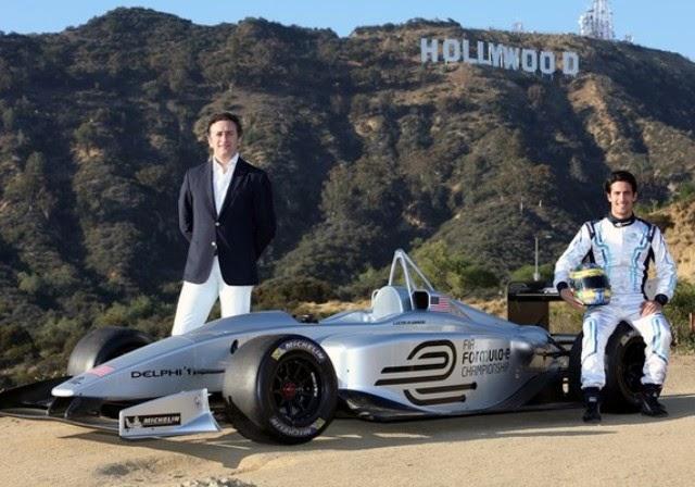 Piloto brasileiro Di Grassi exibe carro da Formula E em Los Angeles